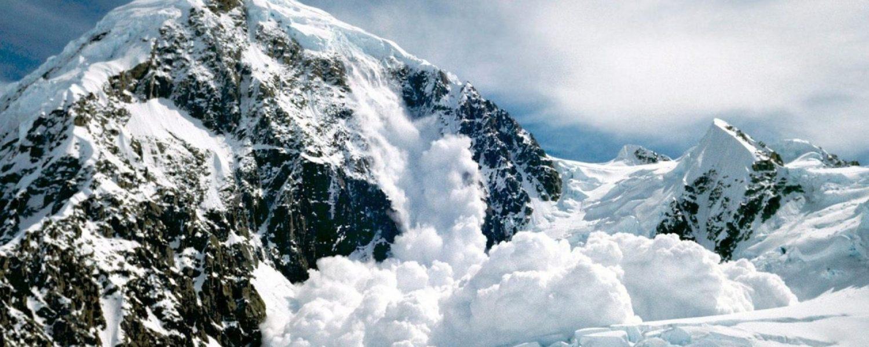 Wintersportnieuws: met veel geluk een lawine ontwijken, Summit Travel winnaar Snowplaza Award