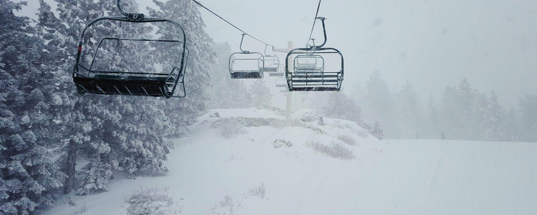 Wintersportnieuws:  Angstige momenten in skilift, nieuwe après-ski shot en afwasser blijkt ski-dief