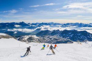 In deze 6 skigebieden in de Alpen kun je uitstekend zomerskiën