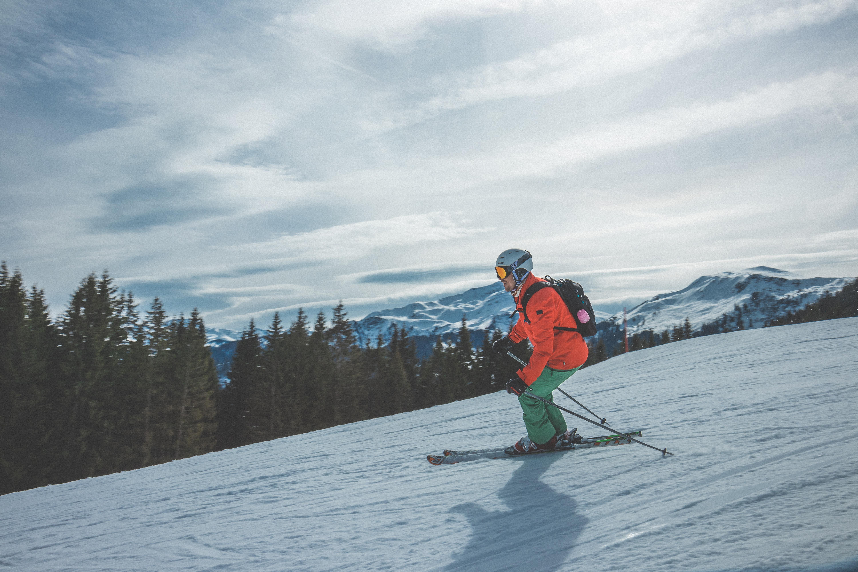 Ski in de frisse berglucht