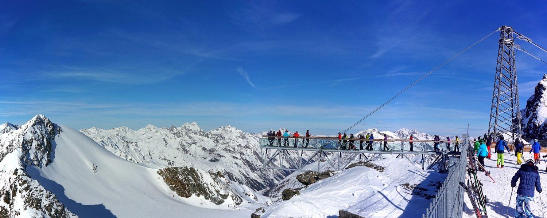 Op wintersport in hooggelegen skigebieden in de Alpen