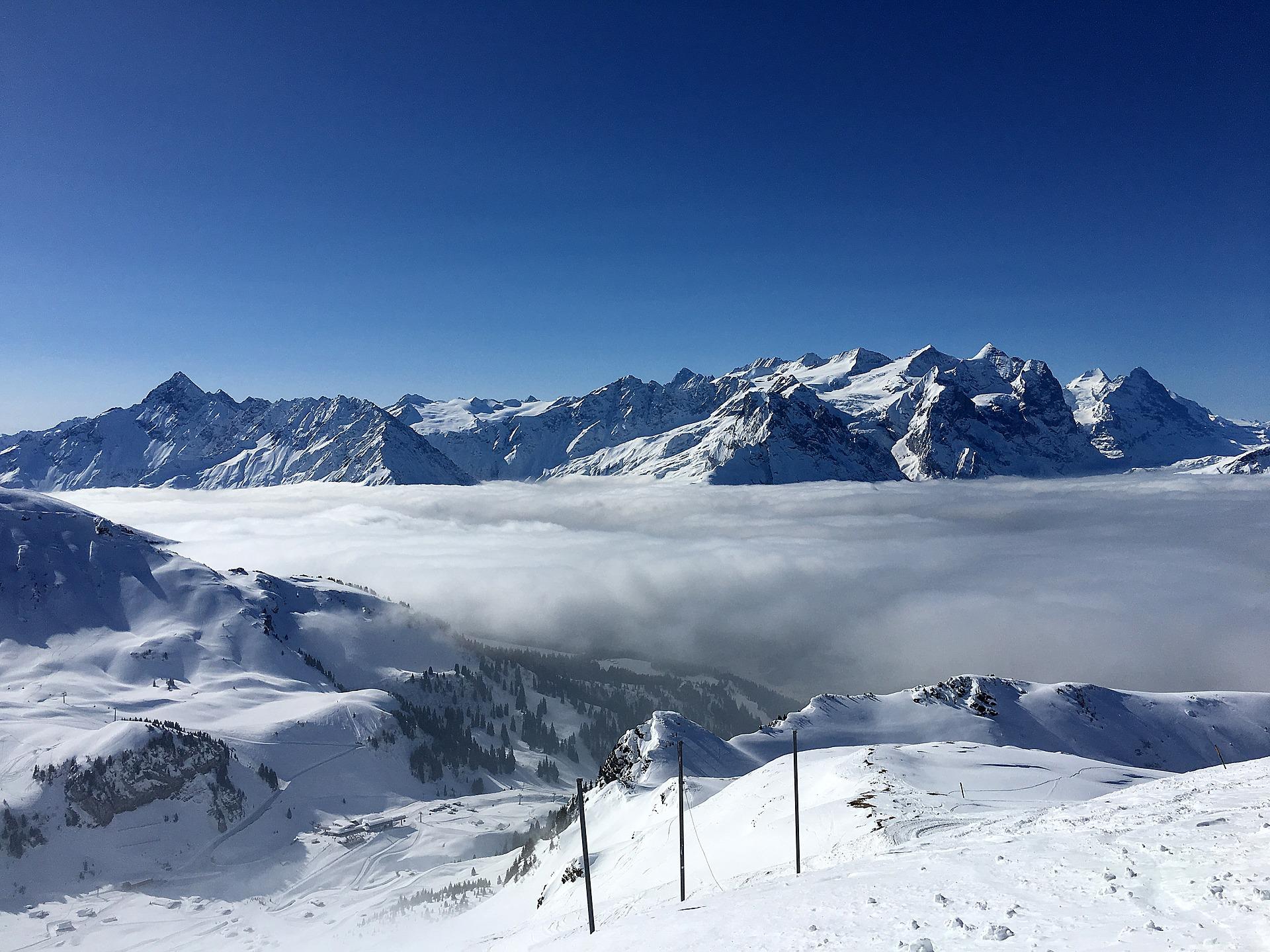 Uitzicht over de bergtoppen bij Hasliberg