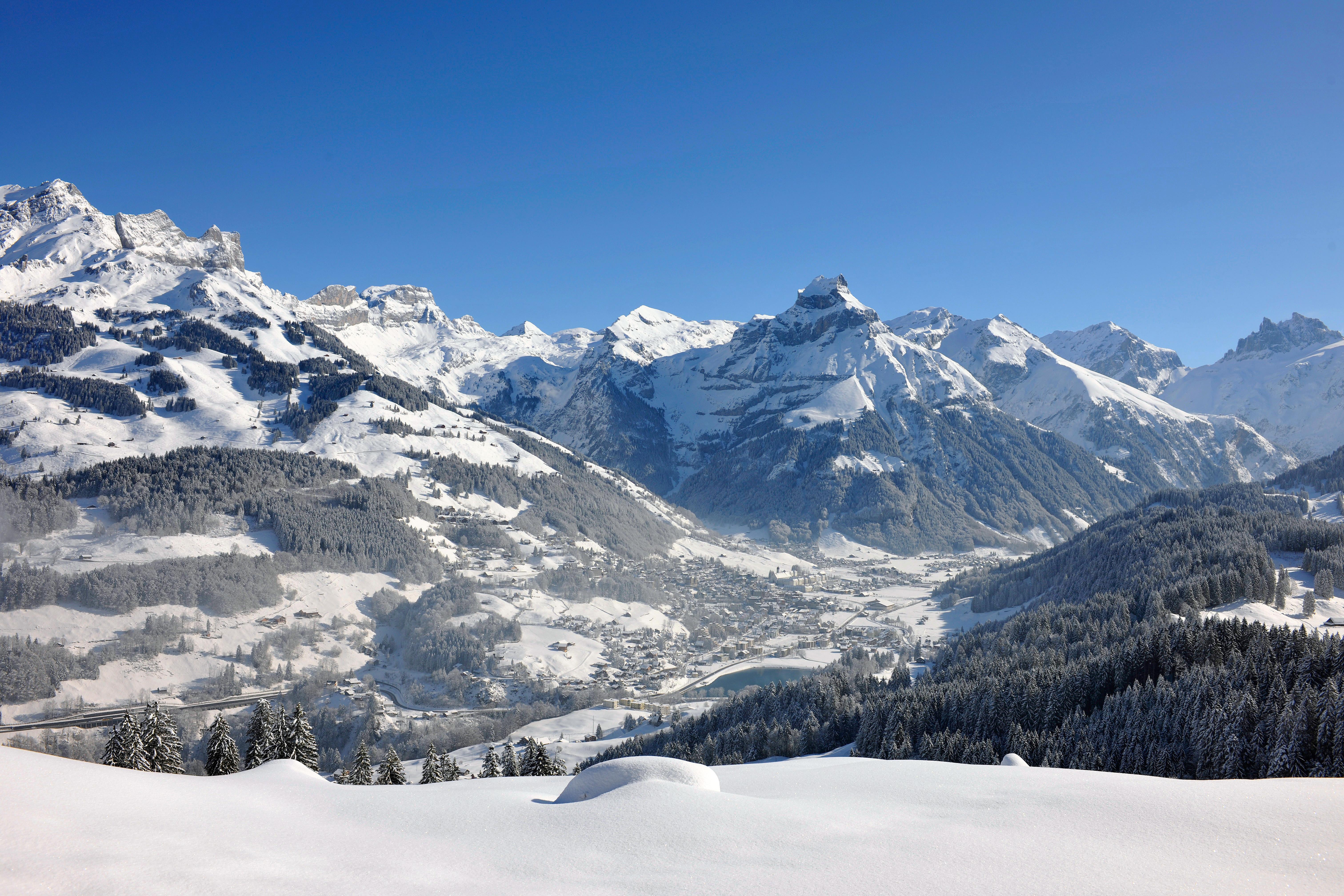 Het winterse landschap van het Zwitserse Engelberg